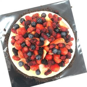 Baked Cheese cake with fresh berries